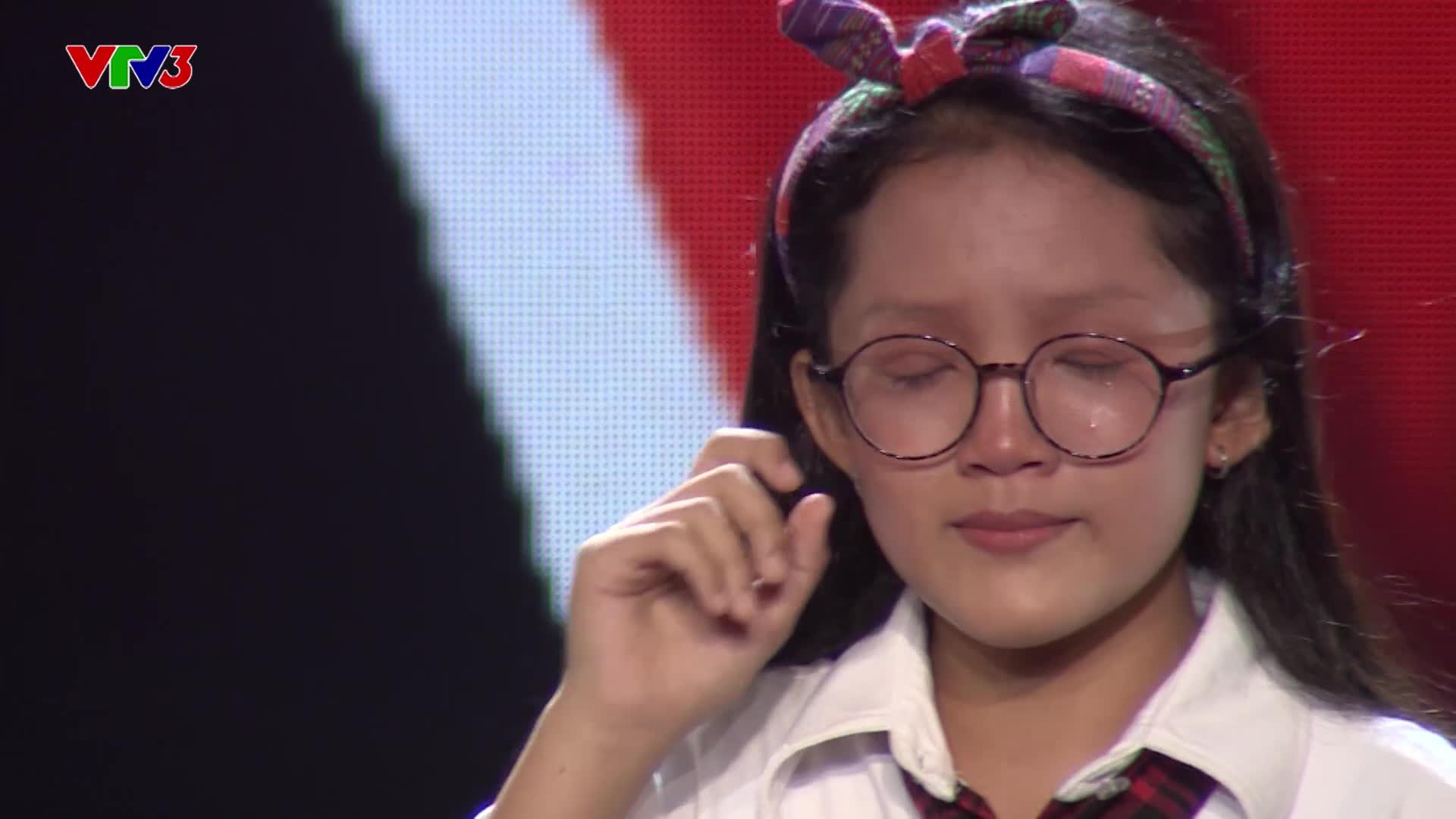 Hát hit Phạm Hồng Phước về tình cha con, giọng ca nhí khiến Vũ Cát Tường bật khóc ngay trên ghế nóng