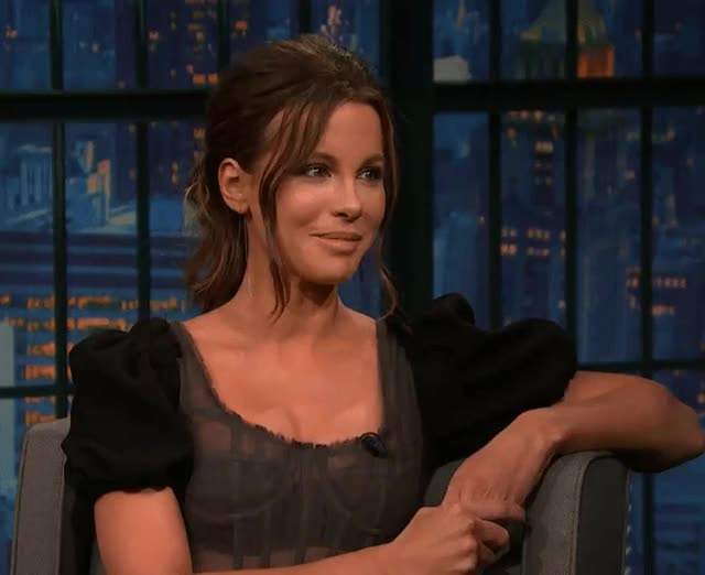 Watch Her smiles GIF on Gfycat. Discover more Kate Beckinsale, beckinsale, kate, smile GIFs on Gfycat
