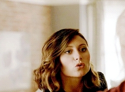 aly michalka, gifs;mine, izombie, peyton, this show is actually really good, Aly Michalka - iZombie 1x01
