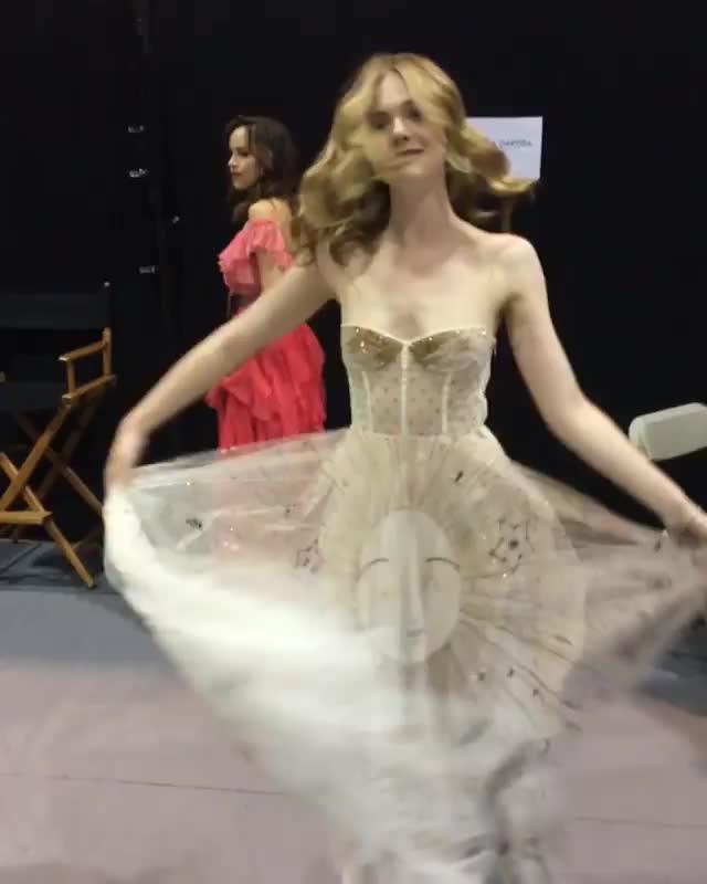 ElleFanning, ellefanning, vanityfair, Elle Fanning Hollywood Issue cover shoot GIFs