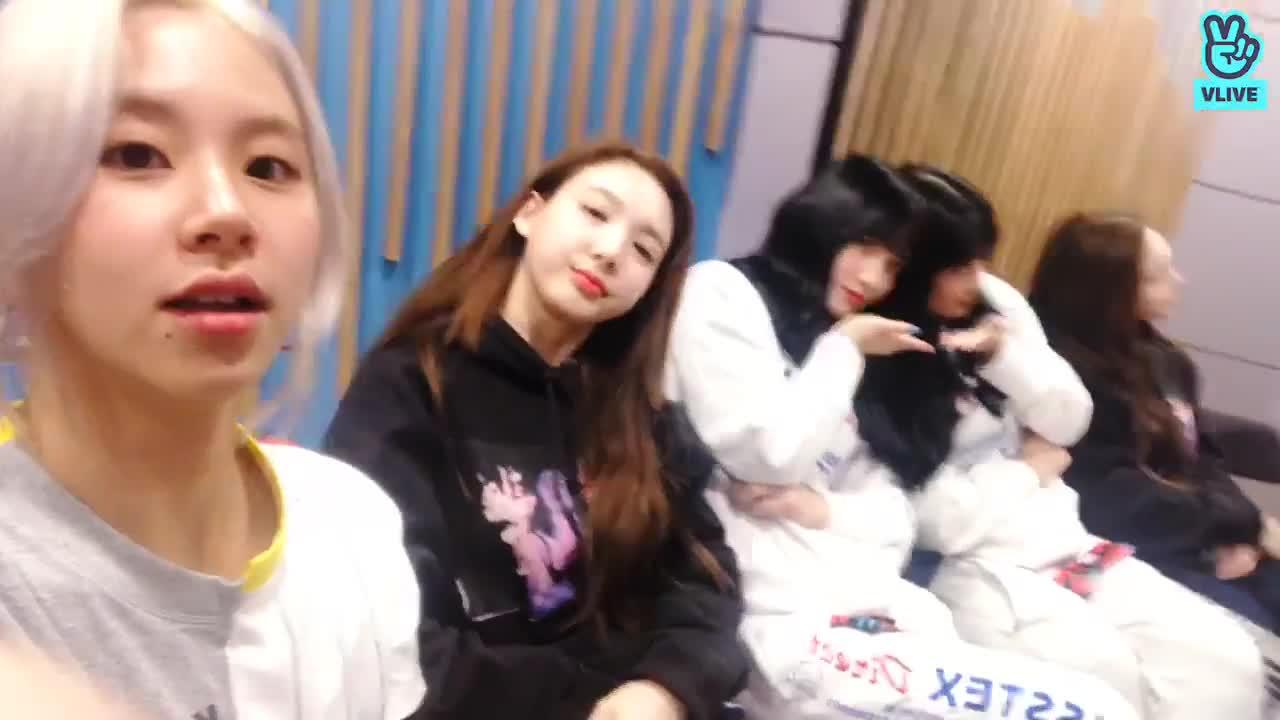 celebs, kpop, nayeon, twice, Cutie peace Nayeon GIFs