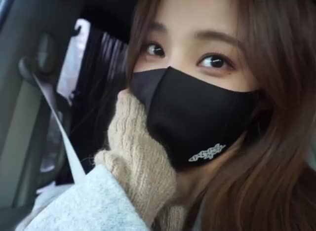 Watch and share Momoland GIFs and Yeonwoo GIFs by Hyosung on Gfycat