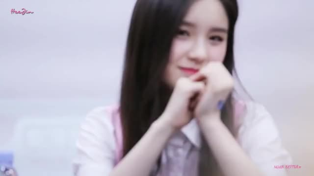 Watch and share 170903 이달의 소녀 희진 홍대 팬싸인회 클립 직캠 GIFs by theangrycamel2018 on Gfycat