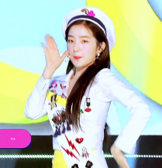 Watch and share 레드벨벳 GIFs and 아이린 GIFs by 이상형월드컵-supercup on Gfycat