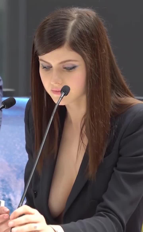 alexandra daddario, microphone, Alexandra Daddario GIFs