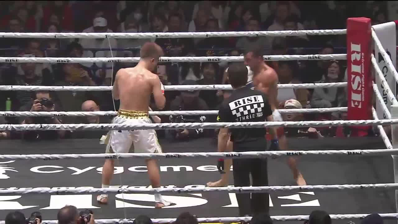 boxing, cartwheel kick, fight, headkick, kickboxing, knockout, mixed martial arts, mma, potkunyrkkeily, tenshin nasukawa, Tenshin Nasukawa knocks out Federico Roma GIFs