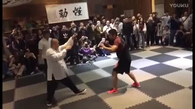 Watch Xu Xiaodong (MMAファイター) vs Wei Lei (TAI CHI MASTER 太極拳マスター) GIF on Gfycat. Discover more mma defeats tai chi in 10 seconds, mma fighter beats tai chi master in 10 seconds, mma vs kung fu GIFs on Gfycat