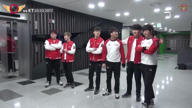 [T1 CAMERA] EP06. 2017.03.02 LCK SPRING 1R vs KT │ LCK 역대급 명승부 SKT T1 vs KT 대기실 비하인드!