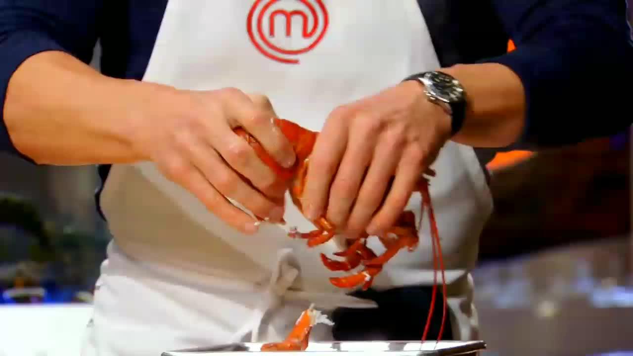 Gordon Ramsay shells a lobster oddlysatisfying GIFs
