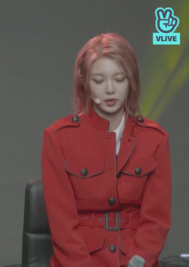 Watch and share V LIVE - Dreamcatcher(드림캐쳐) Special Mini Album [Raid Of Dream] Showcase 28 GIFs by theangrycamel2019 on Gfycat