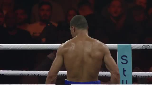 Watch Eubank TKO (ref cam) GIF on Gfycat. Discover more Chris Eubank Jr, boxeo, boxing, fight, nyrkkeily GIFs on Gfycat