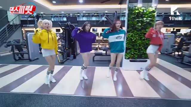 Watch and share Wow Wow MOMOLAND Bboom Bboom GIFs on Gfycat