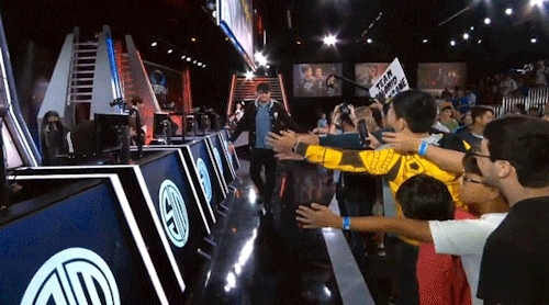 did i post the helios gifs he walks exactly like dyrus, dyrus, lcs seniors, league of legends, look at the difference between the two lmaoooo, my gifs, na s15, someone called dyrus a penguin in the past too that my fav, teamsolomid, they been thru so much, tsm, wildturtle, 920813 GIFs