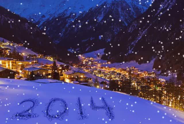 Feliz nuevo entre las monta as la luz con copos de nieve cayendo