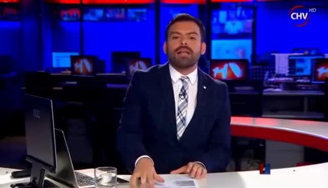 Watch and share Me Están Webiando - Periodista De Chilevision En Vivo Noticias GIFs on Gfycat