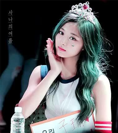 Watch and share Korean Girl GIFs by 이상형월드컵-supercup on Gfycat