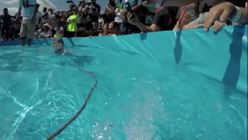 Watch buzzfeedvideo GIF on Gfycat. Discover more buzzfeed, buzzfeed video, cute animals, gnar gnar, lol, shred the gnar, squirrel, water skiing, water sports GIFs on Gfycat