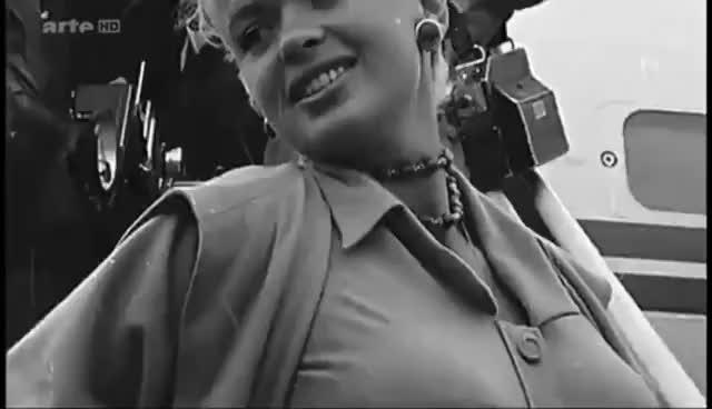 Hollywood icons: Jayne Mansfield & Marilyn Monroe