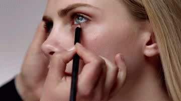 cara delevingne, celebs, cara delevingne eyeliner gif GIFs