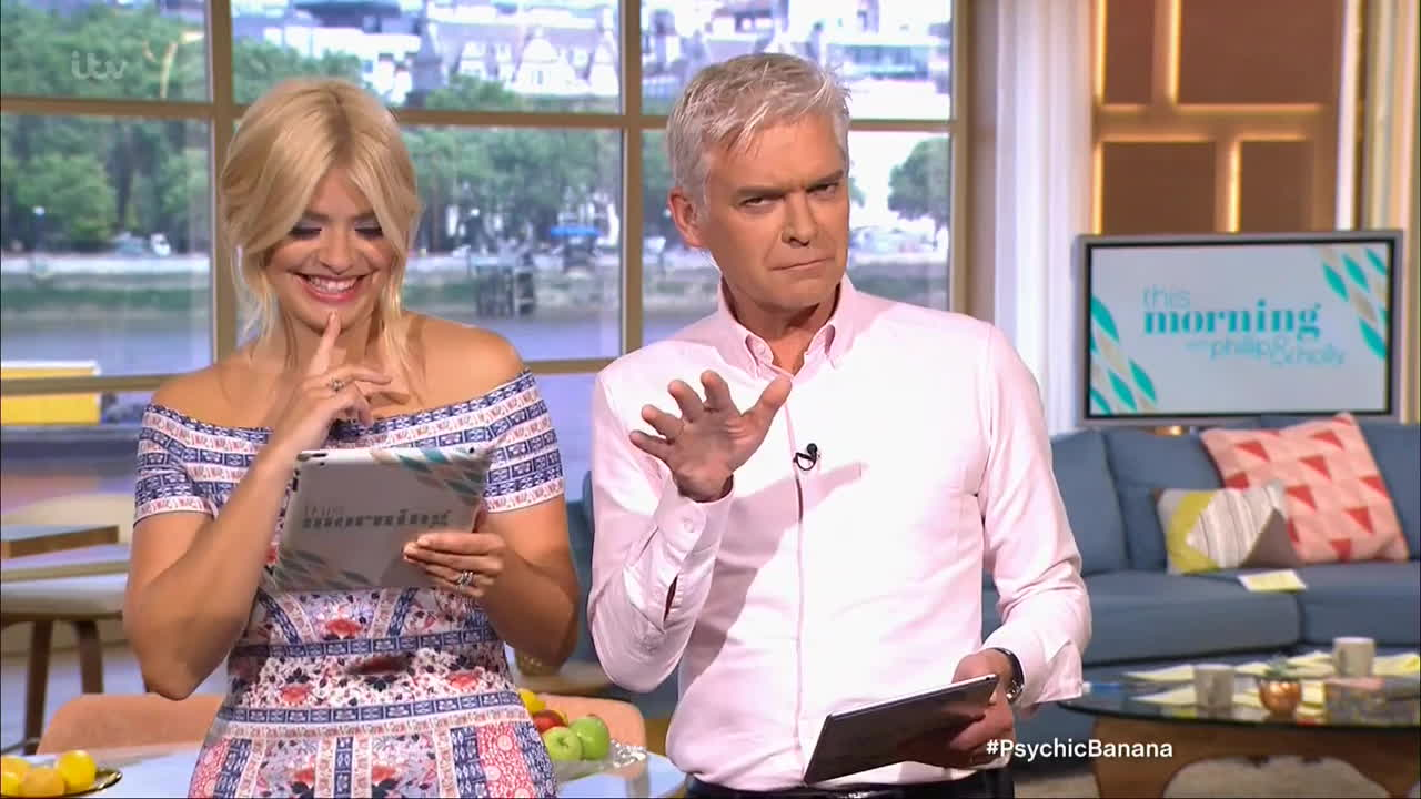 booty, legs, thehollywilloughby, Holly Willoughby  awesome booty in tight dress    20160628 GIFs