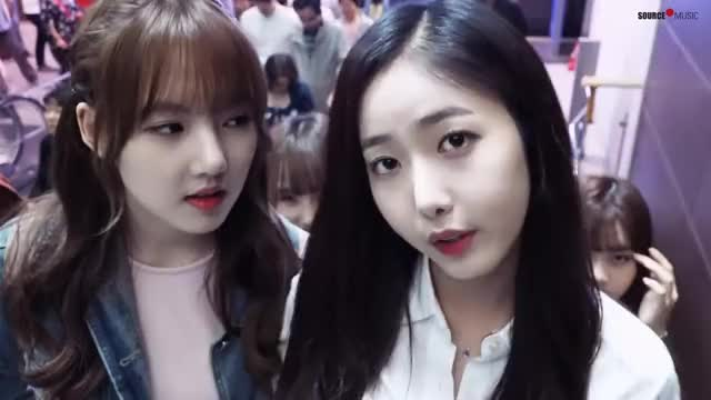 Watch and share 시선강탈 GIFs and 여자친구 GIFs by 러블리즈 on Gfycat