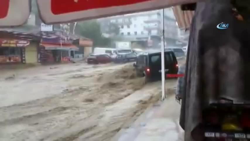 Haber, Ihlas News Agency, ankara, bülten, felaketi, gündem, haberler, iha youtube, sel, sel görüntüleri, son dakika, İHA, İhlas Haber Ajansı, Ankara'da Sel Felaketi: 6 Yaralı! İşte O Anlar... GIFs