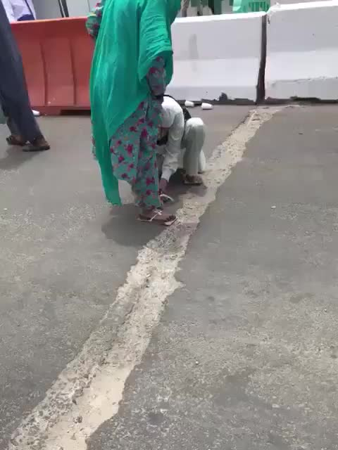 Saudi arabia security guard give his shoes to old woman in makkah city, GIFs