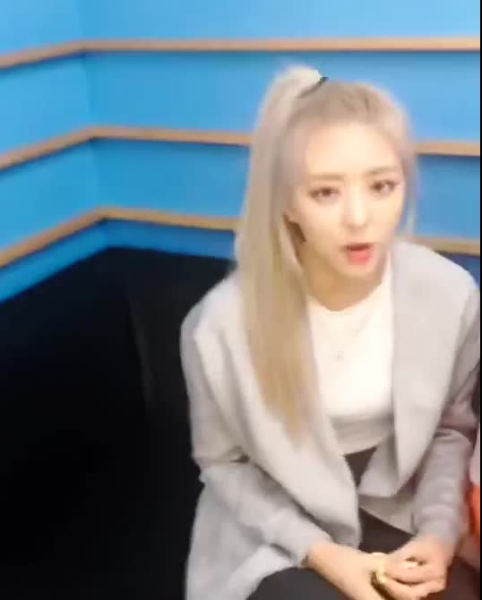 Watch and share Shin Yuna GIFs and Itzy GIFs by Lunity on Gfycat