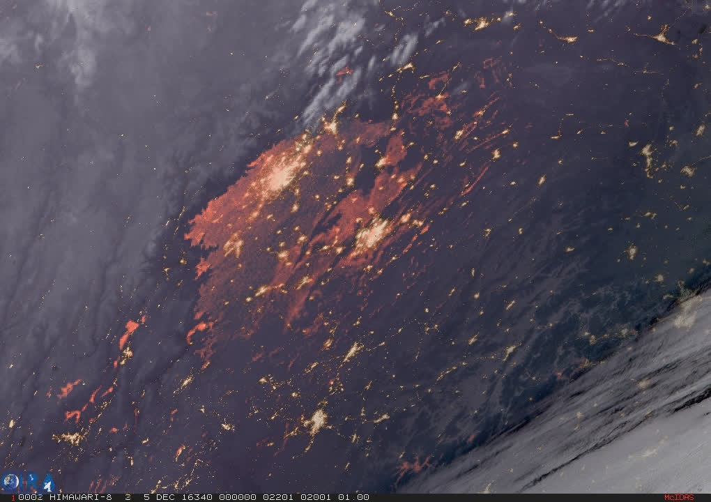 2016/12/05 - Stratus clouds dissipating to reveal smog underneath over China - Geocolor HTML5 Loop | Animated GIF | MP4 Video GIFs