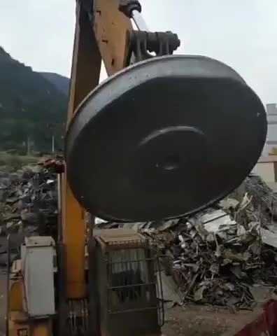 Watch and share Giant Magnet Lifts Metal Elements GIFs by niemandwer on Gfycat