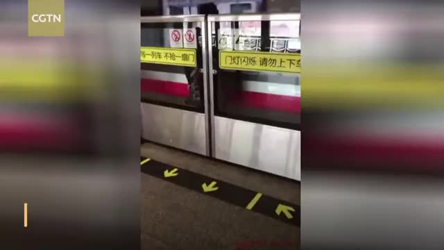 Watch Woman trapped behind subway safety doors as train speeds by GIF on Gfycat. Discover more Dangerous, Subway, anhighwaystation, bao, cctv, cctvnews, cgtn, chinanews, commuters, news, shanghai, shanghaimetroline1, society, trapped, worldnews GIFs on Gfycat