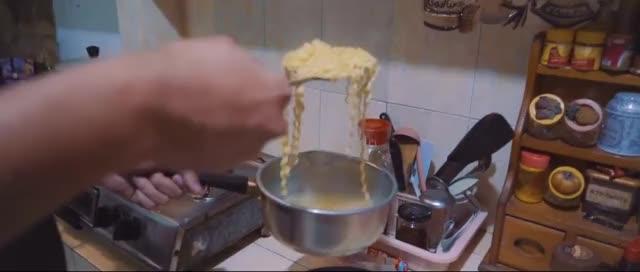 Watch Resep Indomie ENAK Untuk Anak KOS !! - Masak Mudah GIF on Gfycat. Discover more Indomie, Mie GIFs on Gfycat