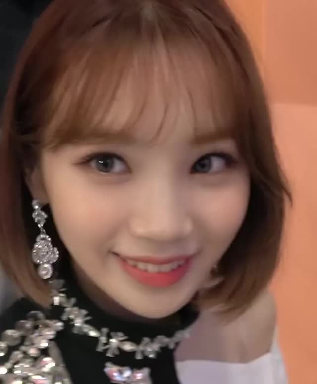Watch and share Kim Chaewon GIFs and Bloomiz GIFs by coisher on Gfycat