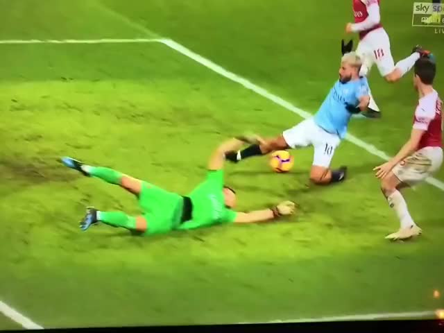 Watch and share Aguero GIFs by tongax on Gfycat