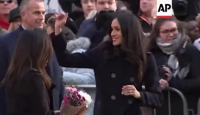 Watch Royal enthusiasts in Nottingham greet Prince Harry and Meghan Markle GIF on Gfycat. Discover more 1cbf803adf7007adf3581d205607c785, 4128667, prince GIFs on Gfycat