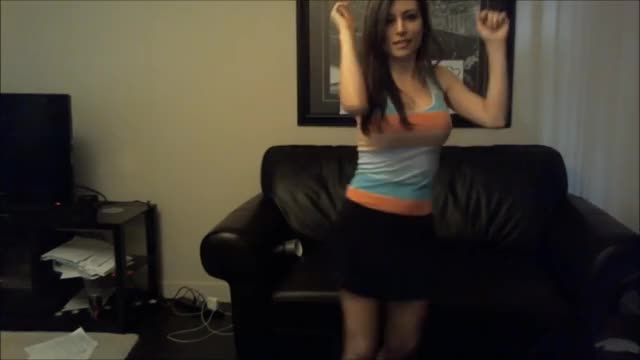 Alinity Dancing Shakira on Twitch live stream FULLSCREEN