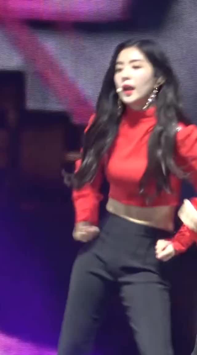 Watch and share [Fancam Red Velvet Wendy]180406 SMT In Dubai 러시안룰렛 (Russian Roulette) 2 GIFs by danny642us on Gfycat
