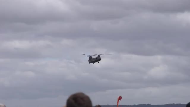 Watch Chinook - Yeovilton 2015 - Quick Stop GIF on Gfycat. Discover more AirShow, Chinook, flying, helicopter GIFs on Gfycat