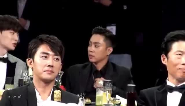 Watch 161009 tvN 10 awards 은지원 셔츠 단추♥ 목걸이♥ GIF on Gfycat. Discover more related GIFs on Gfycat