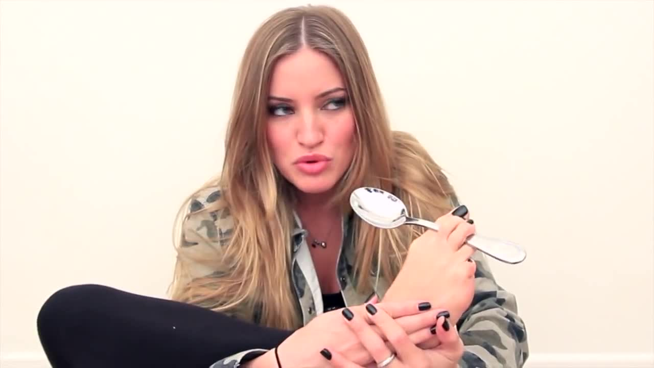 allofijustinesvideos, ask ij, foot, how to, justine ezarik, mouth, questions and answers, spoon, SPOON FOOT MOUTH?   iJustine GIFs