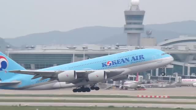 Watch and share Korean Air A380 Flight(대한항공 A380 이륙 영상) GIFs on Gfycat