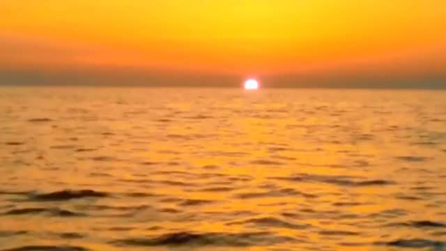 Watch alba chiara a castro, il sole che sorge dal mare. GIF on Gfycat. Discover more Alba, SOLE, Salento, magic, mare, natura, relax, sun, sunrise GIFs on Gfycat