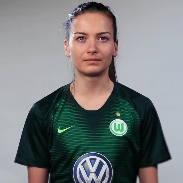 Watch and share Joelle Wedemeyer - Eins GIFs by VfL Wolfsburg on Gfycat
