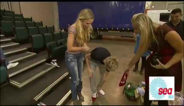 niall, one direction, Niall in highheels GIFs