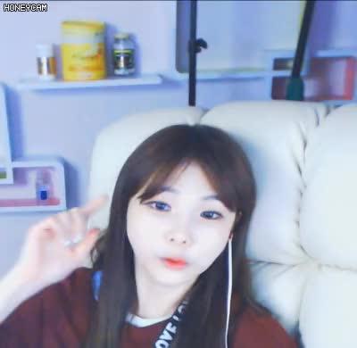 Watch and share Honeycam 2018-12-05-02 GIFs by pokgang on Gfycat