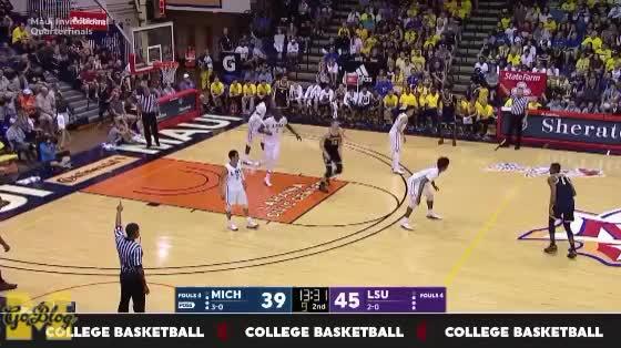 Watch Matthews Give & Crash GIF by MGoBlog (@mgoblog) on Gfycat. Discover more 2017-18, Basketball, Charles Matthews, LSU, Maui Invitational, Michigan, Pick & Roll GIFs on Gfycat