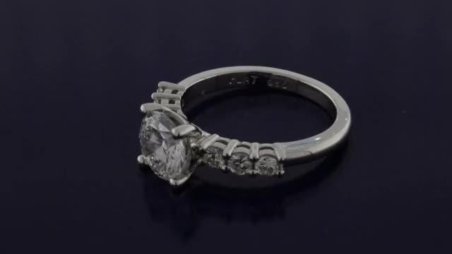 Watch and share Brilliant Round Diamond Setting GIFs by Sarkisian's Jewelry Company, Inc. sarkisiansjewelry.com on Gfycat