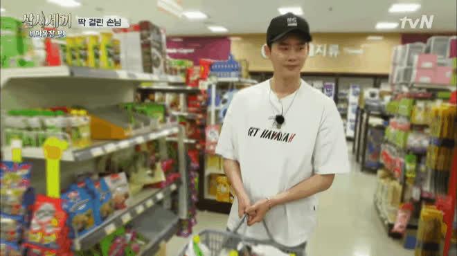 1001 biểu cảm mỹ nam Hàn ngốc nghếch, ngại ngùng khi đi siêu thị trong show thực tế