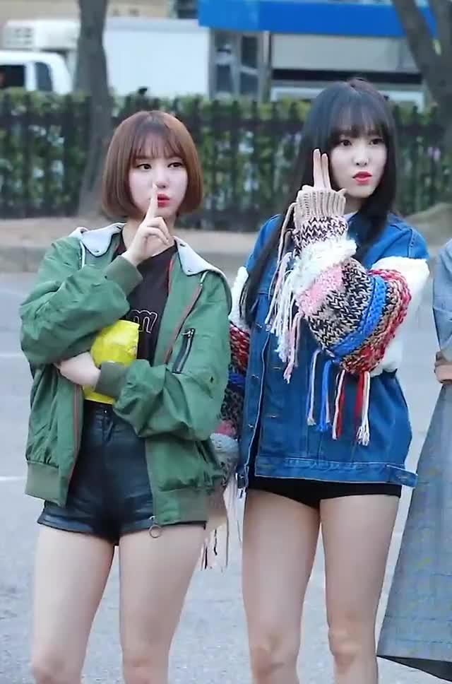 Watch and share Gfriend - Eunha & Yuju GIFs by Lester2031 on Gfycat
