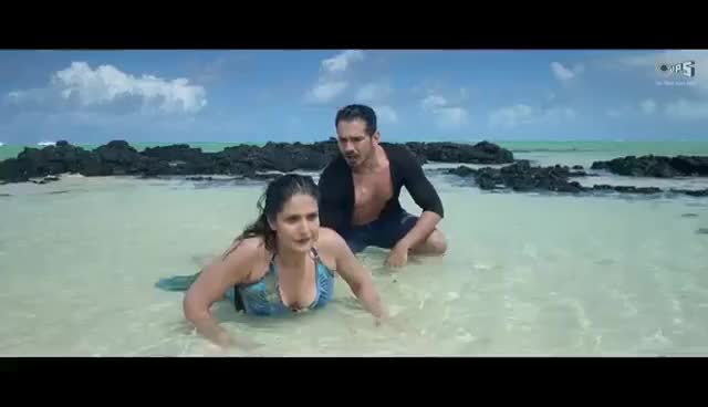 zarine Khan : the sexy turtle